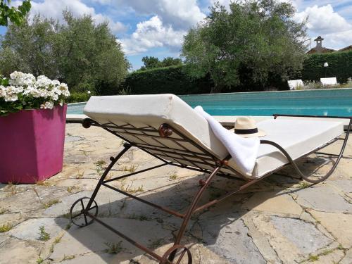 bain de soleil tropicana fer et pierre ferronnerie d 39 art carreaux de ciment. Black Bedroom Furniture Sets. Home Design Ideas
