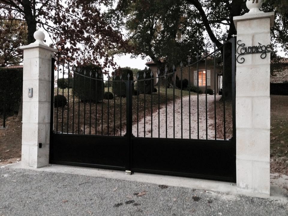 portail fer et pierre ferronnerie d 39 art carreaux de ciment. Black Bedroom Furniture Sets. Home Design Ideas