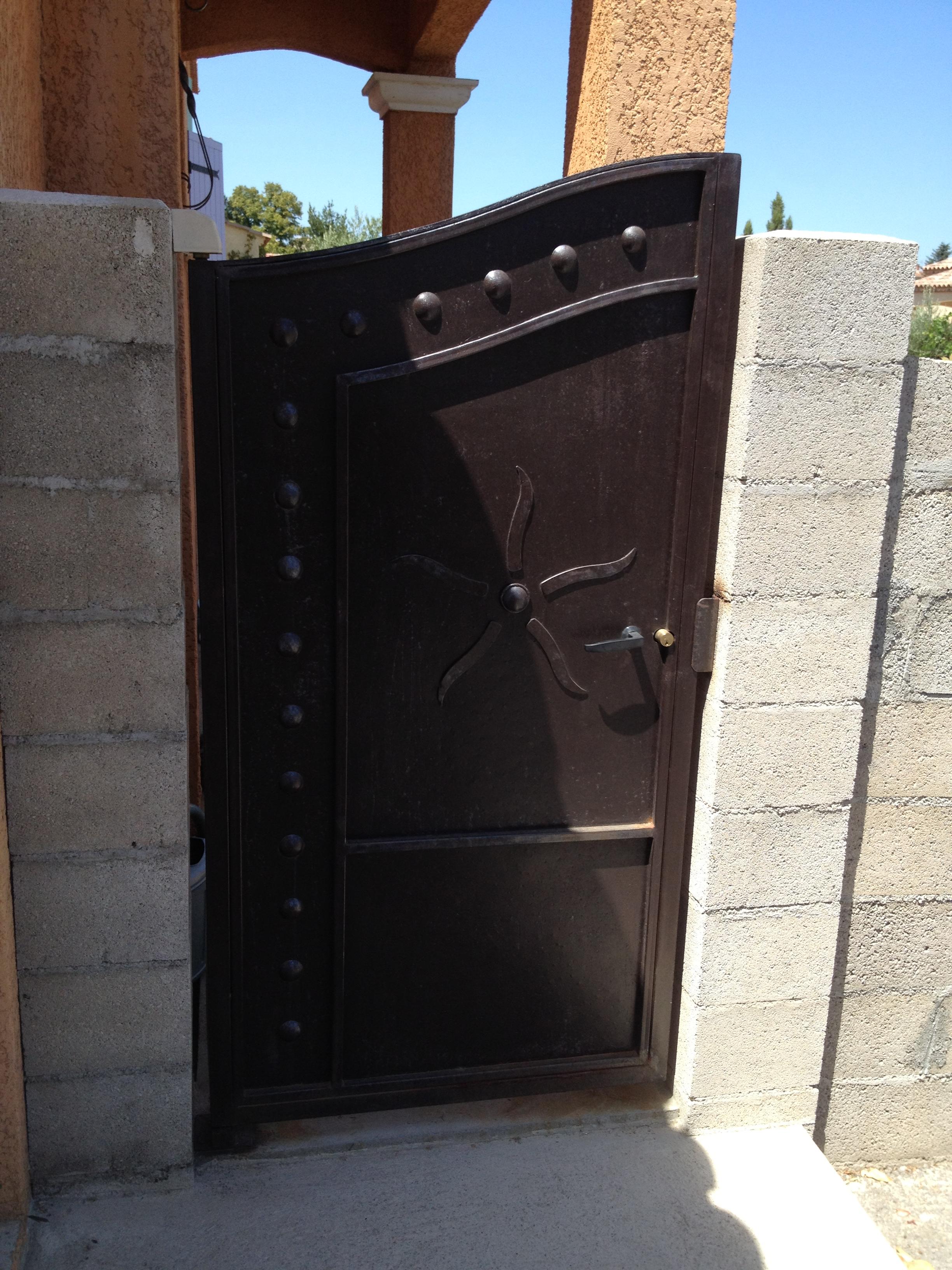 portillon - fer et pierre - ferronnerie d'art - carreaux de ciment