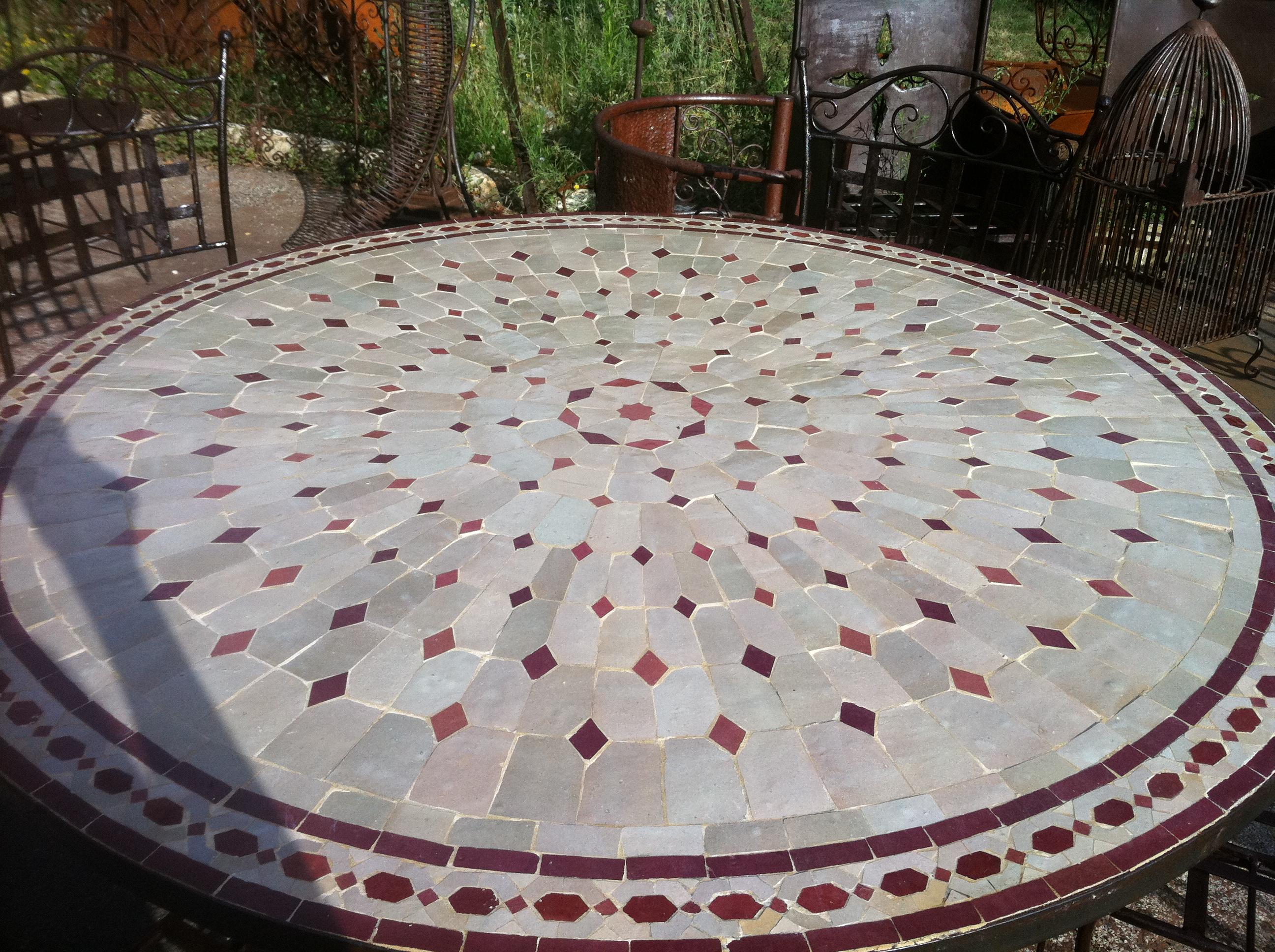 table fer et pierre ferronnerie d 39 art carreaux de ciment. Black Bedroom Furniture Sets. Home Design Ideas